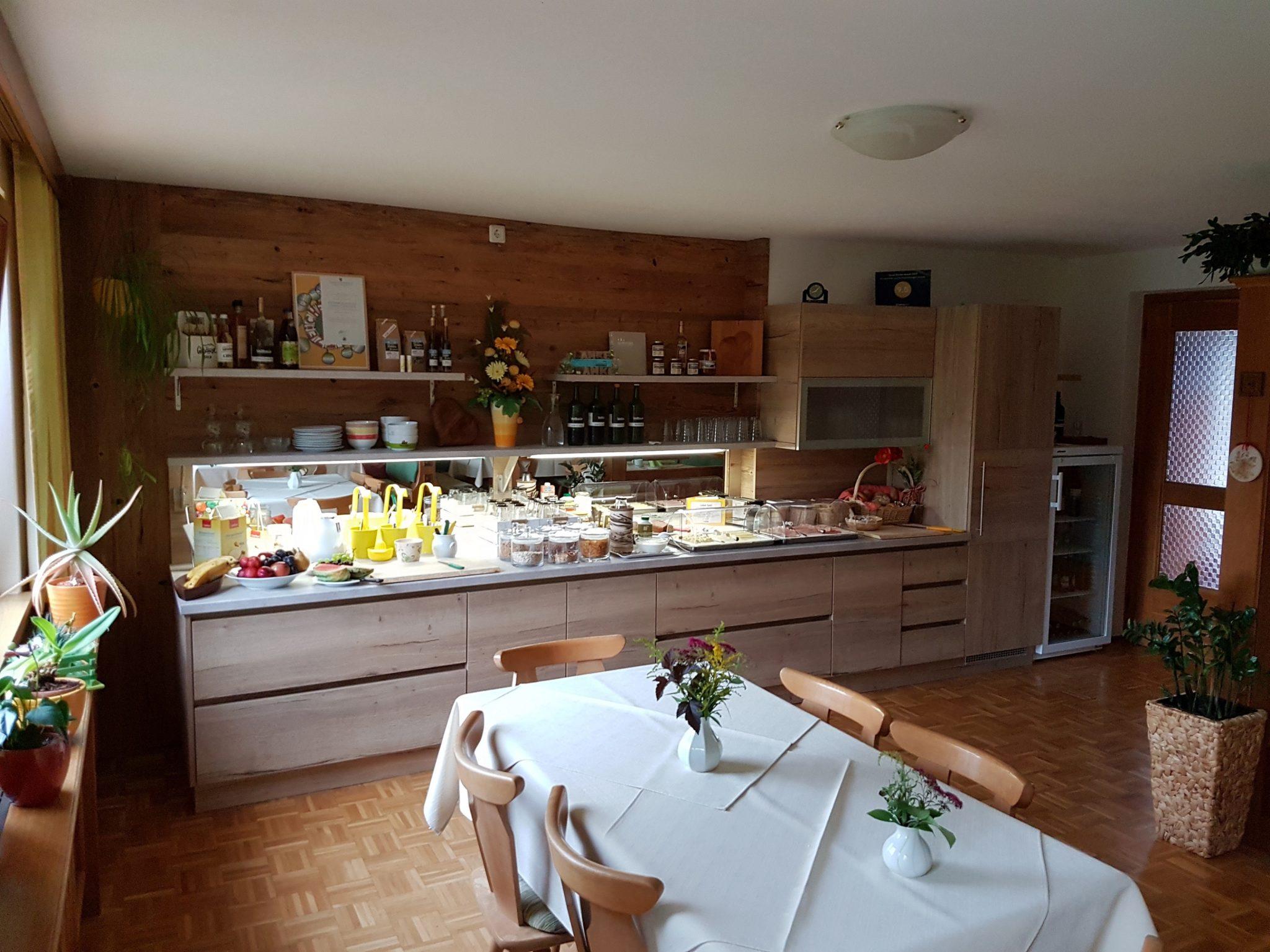 Frühstücksbuffet 1 Privatzimmer und Ferienwohnungen Gassner Nationalpark Gesäuse